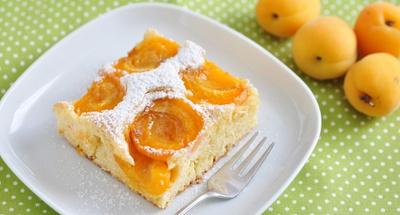 Wachauer Eierlikör-Marillenkuchen